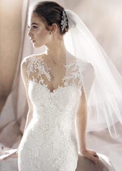 SAURA-D-white-one-pronovias-trouwjurken-collectie-2017-trouwjurk-koonings-bruidsmode