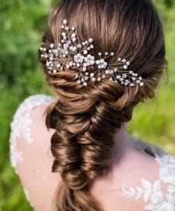 haaraccessoire-met-parels-en-kristal-voor-bruidskapsel